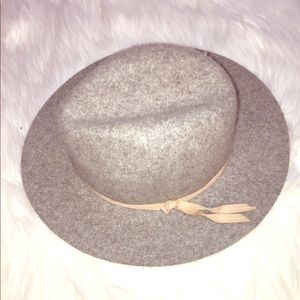 Like New Wool Gray Hat